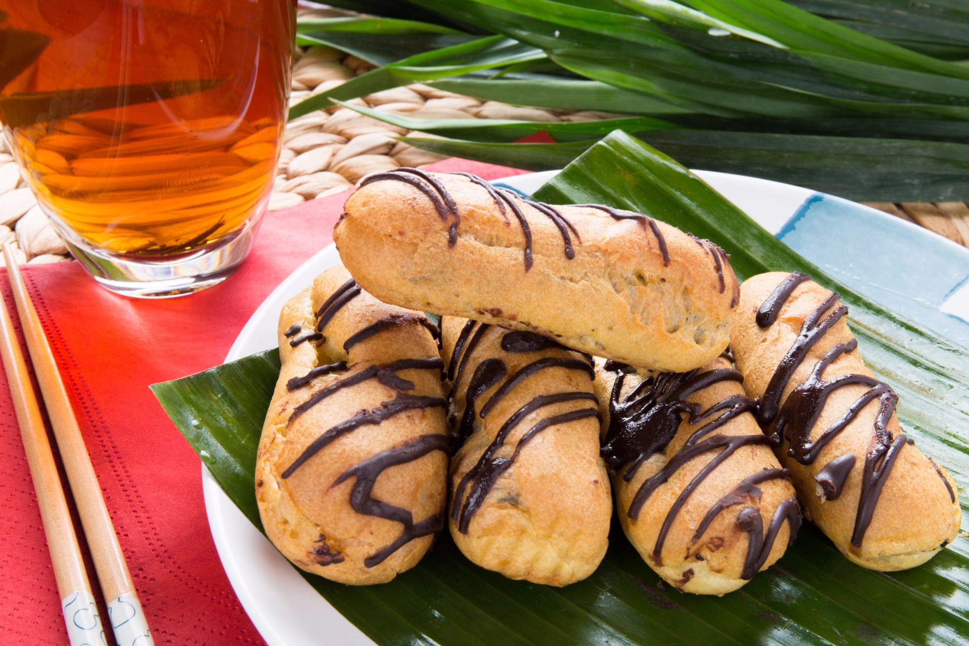 Chocolate  Éclair with Fresh Cream (Sold in 10s')