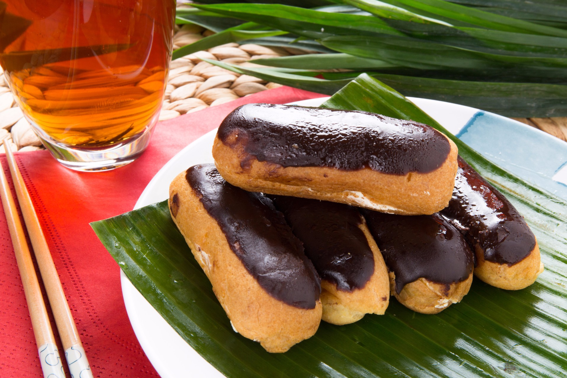 Chocolate Éclair (Sold in 10s')